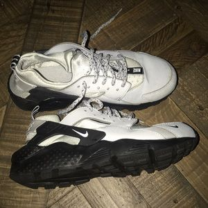 Nike huaraches run SE